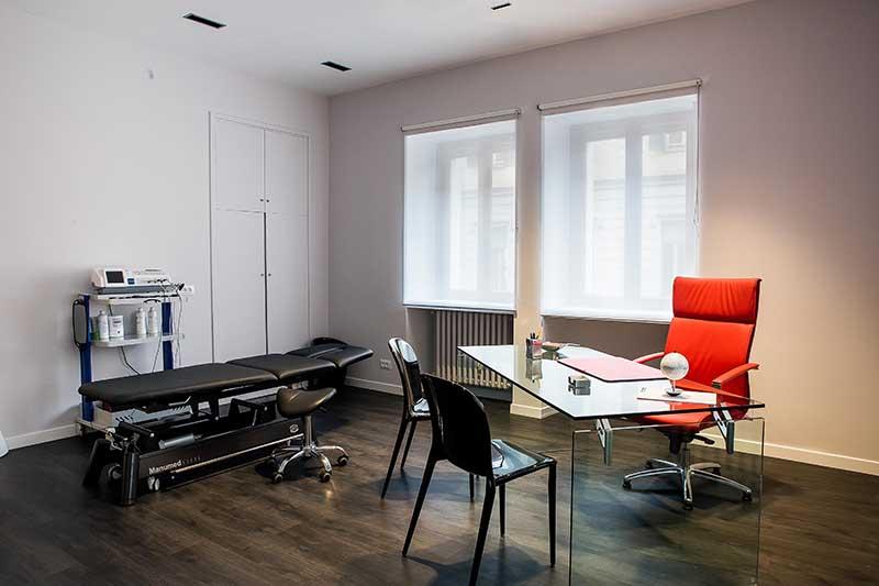 riabilitazione-safi-sport-fisioterapia-palestra-sede-scrivania